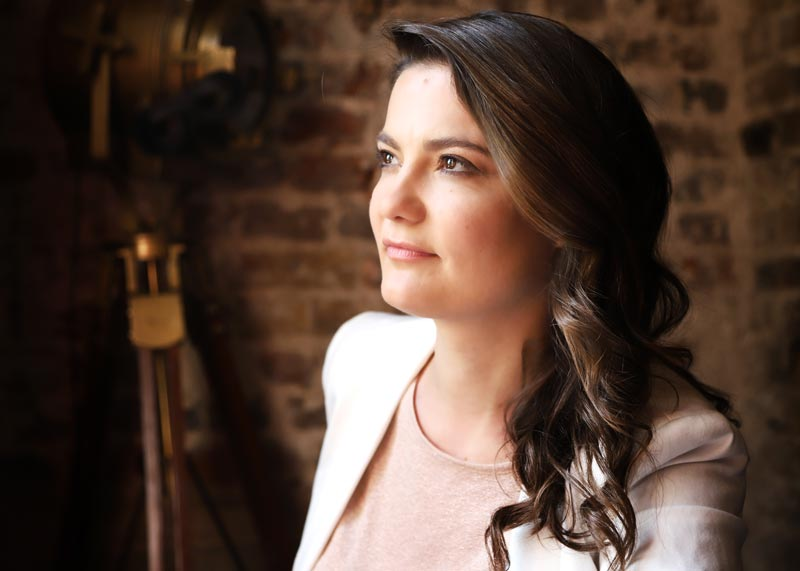 Natalia Gomes, violinist in Pavão String Quartet – Portrait photo by Frances Marshall (Marshall Light Studio)